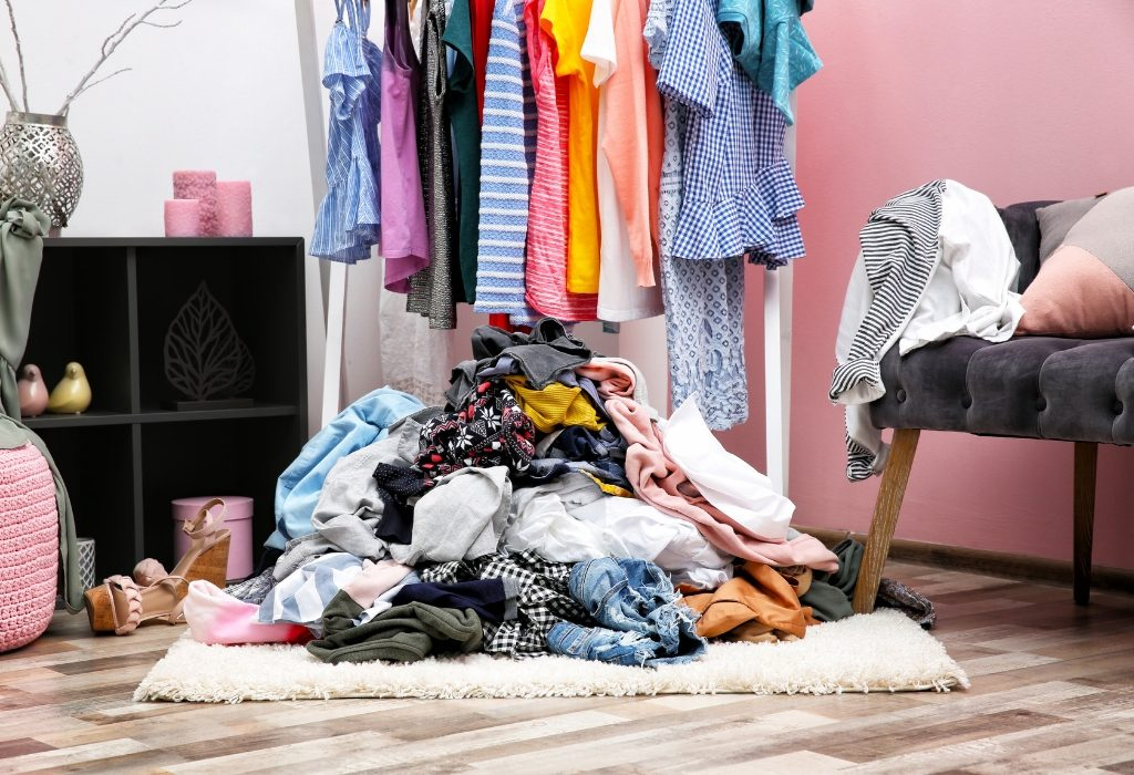 Bed Bugs in Clothes: Can Bed Bugs Live in Clothes? - Pest ...