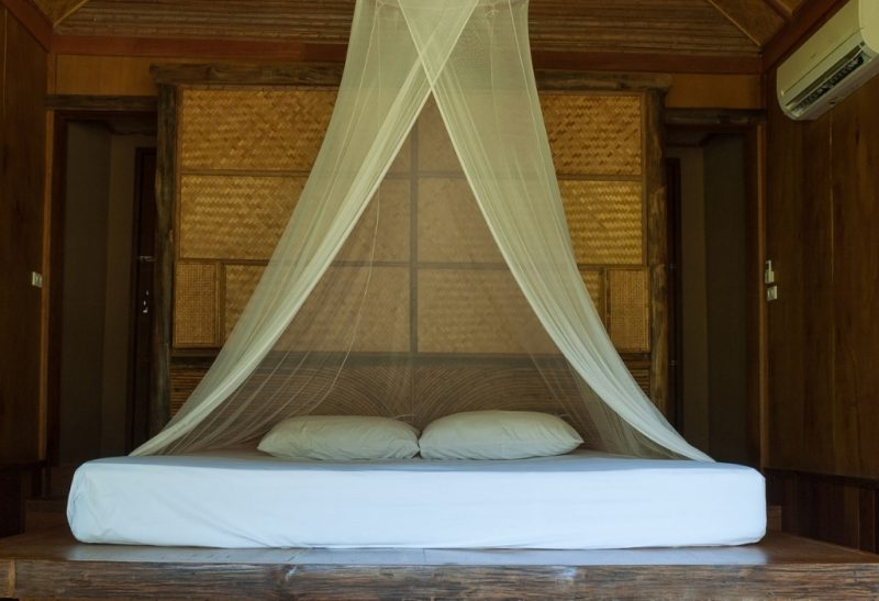 How to Install a Mosquito Net Without Nails.